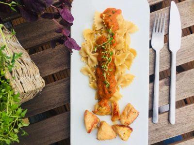 Pasta mit Gemüsesoße & Hähnchen